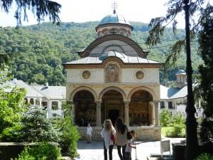Manastirea Cozia intre istorie, religie si turism