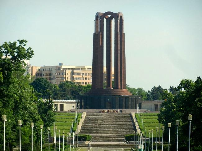 Monumentul-Eroilor