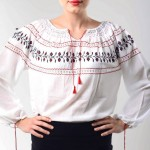 Sânzienele ne îmbracă astăzi în ia românească