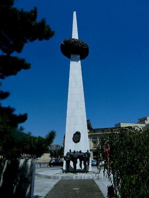 5-Piata-Revolutiei-Monument