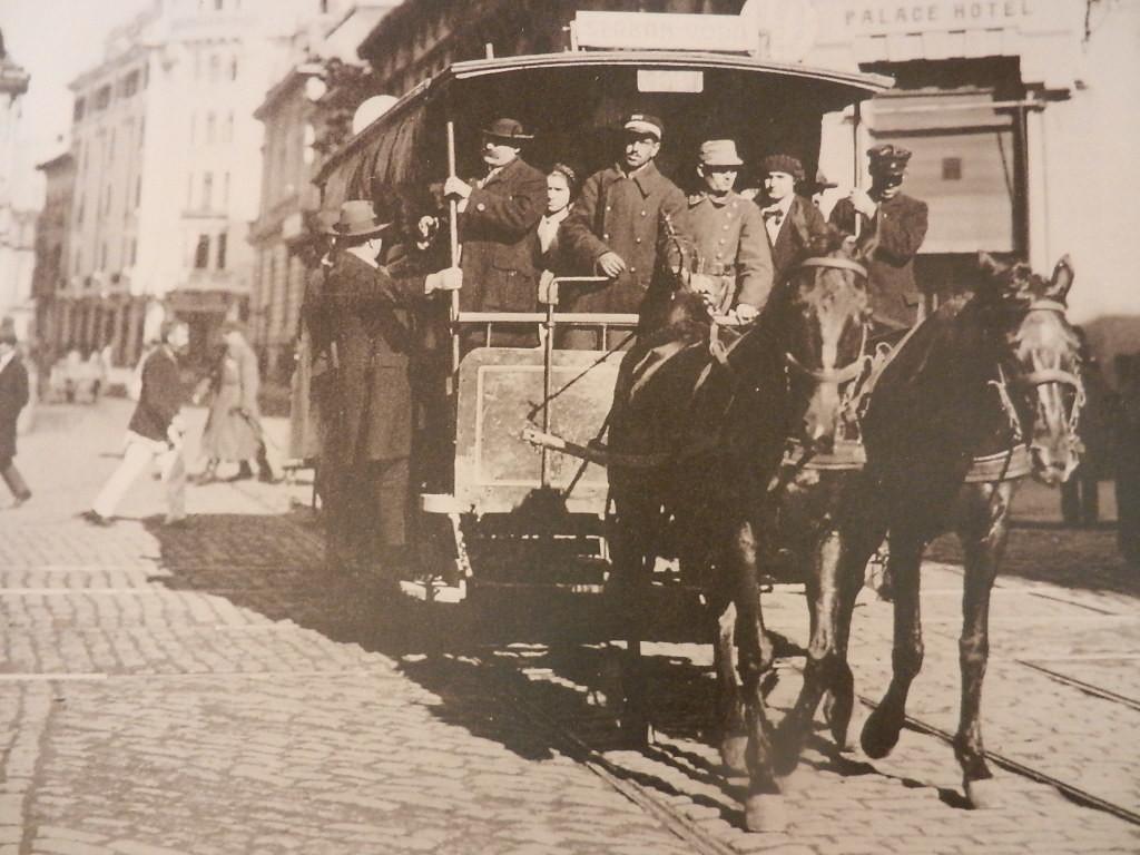 4-Tramvaiul-tras-de-cai
